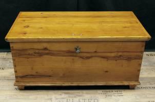 flachdeckeltruhe-biedermeier-birnbaum-2388