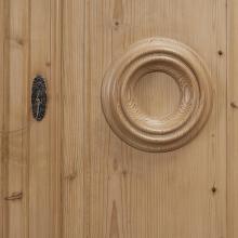 Biedermeier-Hallenschrank mit Lederbeschlägen