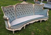 Rokoko-Sofa in Sichelform