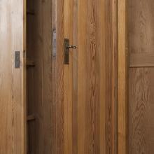 Großer Schrank mit 3 Türen